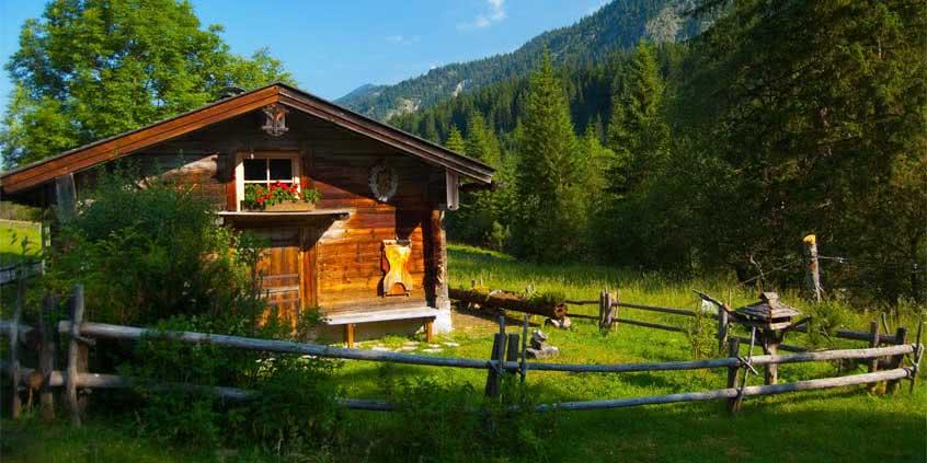 Dom drewniany na wsi