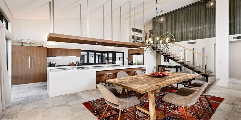 Kuchnia w stylu eko, a w niej drewniany stół kuchenny!