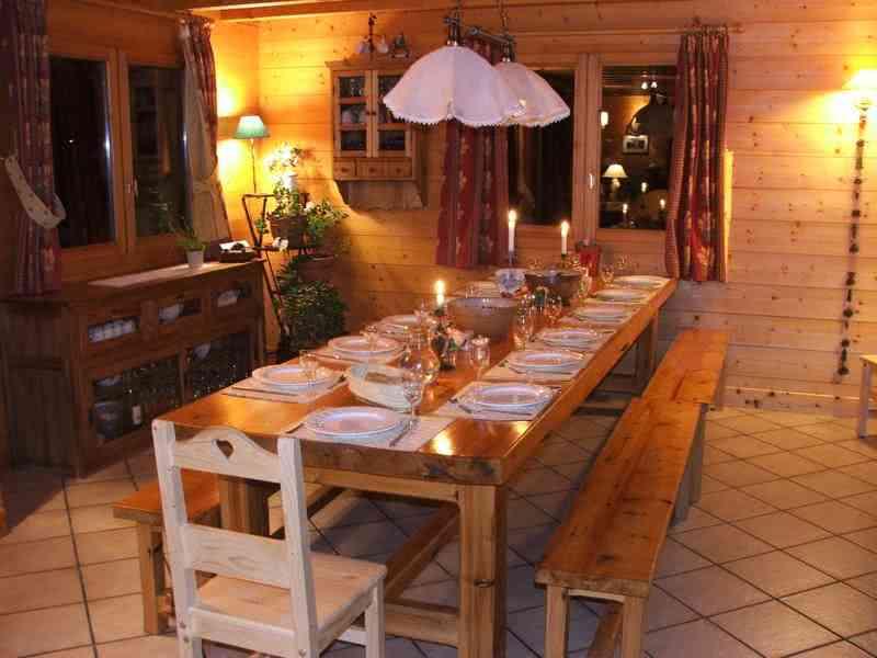 Duży stół drewniany do karczmy