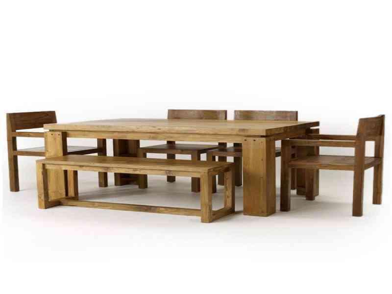 Masywny stół dębowy