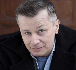Wojciech Majchrzak poleca szafkę nocną z kolekcji Charlotte