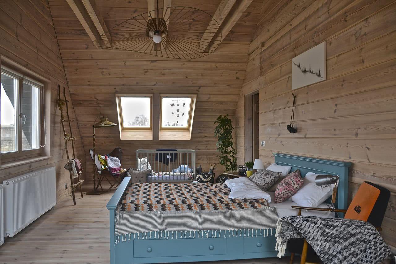 Łóżko sosnowe z wezgłowiem