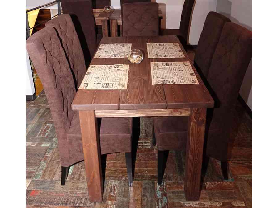 Stół drewniany i krzesła tapicerowane